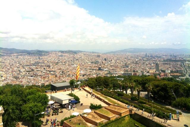 Вид с горы на Барселону: нетуристическая обзорная площадка turo de la roviro