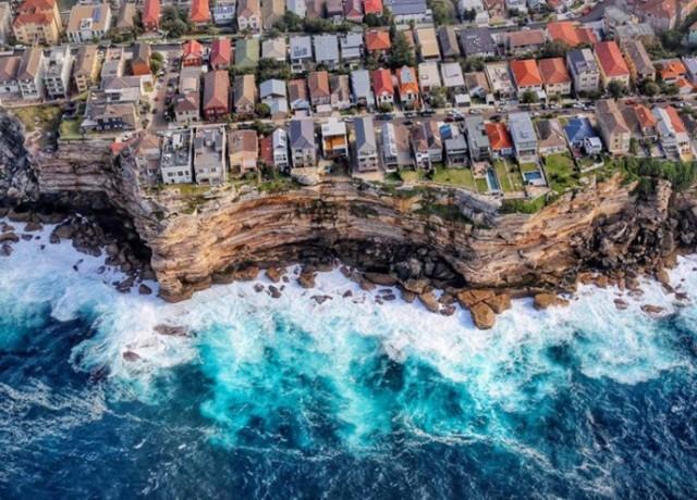 10 удивительных городов на краю обрыва